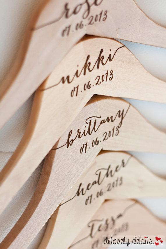 8 cintres de demoiselle d'honneur personnalisés 1 - Blog Mariage