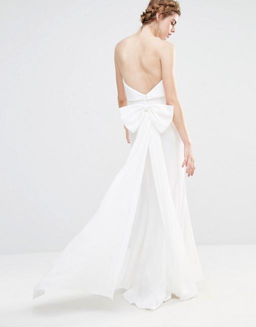jarlo-wedding-robe-longue-a-superposition-avec-ourlet-en-pointe-et-noeud-oversize-au-dos