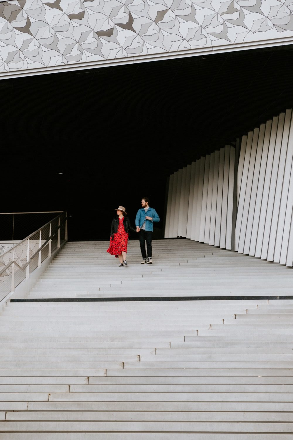 séance couple à paris,philharmonie Love Session à Paris - Julia & Max 34 - Blog Mariage